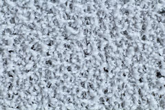 Gefrorene Metallmasche beschichtete mit Frost in der Kälte Hintergrund Stockfotos
