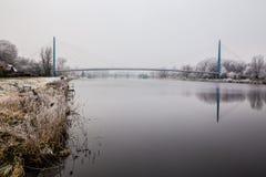 Gefrorene Natur durch Fluss Elbe-Celakovice, tschechischer Repräsentant Lizenzfreie Stockbilder