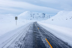 Gefrorene Straße, Norwegen Stockfotos