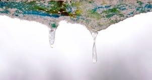 Gefrorene Wasser-Stalaktiten lizenzfreies stockfoto