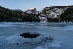 Gefrorener Bear See - Rocky Mountain National Park stockbild