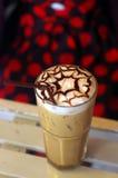 Gefrorener Cappuccino mit Lattekunst stockbild
