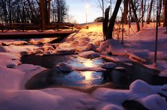 Gefrorener Fluss in Helsinki stockfotografie