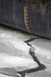 Gefrorener Fluss und Lieferung, waagerecht ausgerichtetes Messinstrumentdetail Stockbild
