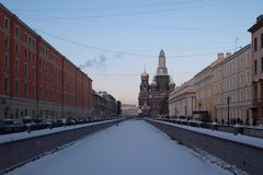 Gefrorener Fluss Winter-St Petersburg stockfoto