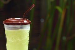 Gefrorener grüner Tee oder grüner Tee Smoothie Stockfotografie