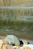 Gefrorener Green River und Felsen Lizenzfreies Stockbild