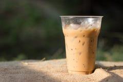 Gefrorener Kaffee unter der Sonne Stockbild