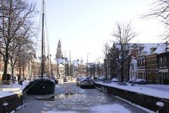 Gefrorener Kanal in den Niederlanden Lizenzfreie Stockfotos