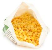 Gefrorener Mais im geöffneten Beutel lizenzfreie stockfotografie