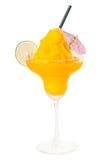 Gefrorener Mangofrucht Margarita Daiquiri getrennt auf Weiß lizenzfreies stockbild