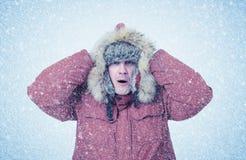 Gefrorener Mann im Winter kleidet, Kälte, Schnee, Blizzard Lizenzfreies Stockbild