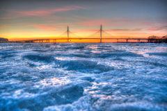Gefrorener Neva Fluss lizenzfreies stockfoto