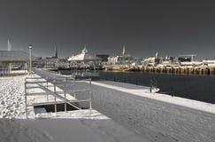 Gefrorener Pier und Bühne an der Dämmerung Stockfotografie