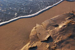Gefrorener Sand am Strand Lizenzfreie Stockbilder