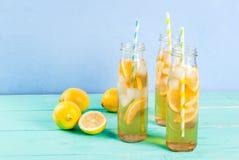 Gefrorener Sommertee mit Zitrone Lizenzfreie Stockfotos