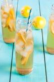 Gefrorener Sommertee mit Zitrone Lizenzfreies Stockbild