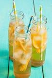 Gefrorener Sommertee mit Zitrone Stockbilder
