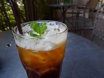 Gefrorener tadelloser Kaffee in einem Glas Stockfotos