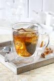 Gefrorener Tee auf Tellersegment Stockfotografie