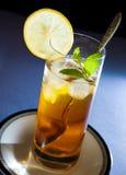 Gefrorener Tee mit Minze und Zitrone Stockfotos