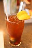 Gefrorener Tee mit Zitrone-Scheiben Stockbild