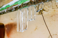 Gefrorener Wasser-Stalaktit Lizenzfreies Stockfoto