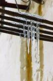 Gefrorener Wasser-Stalaktit Stockbilder