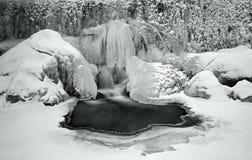 Gefrorener Wasserfall lizenzfreie stockfotografie