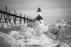 Gefrorener Winter-Leuchtturm Stockbild