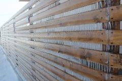 Gefrorener Zaun an einem eisigen Wintertag Lizenzfreies Stockbild