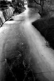 Gefrorenes Flussbett Stockfoto