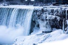 Gefrorenes Niagara Falls lizenzfreie stockfotos