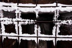 Gefrorenes rostiges Gitter stockbilder