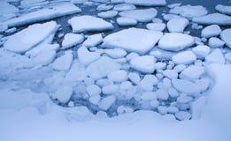 Gefrorenes Wasser in einem Fjord Stockfotografie
