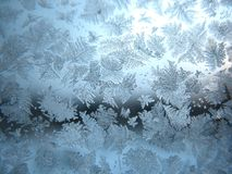 Gefrorenes Winterfenster stockbild