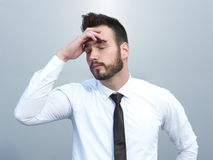 Gefrustreerd met problemen jonge bedrijfsmens Stock Foto's