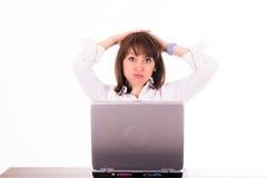 Gefrustreerde vrouw in bureau Royalty-vrije Stock Foto