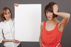 Gefrustreerde vrouw en verkopende agent Stock Fotografie