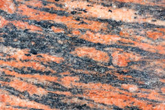Gegenüberstellen der Wand der gelockten Stücke Marmors Keller des Gebäudes Stockfoto