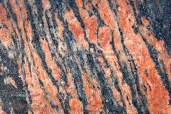 Gegenüberstellen der Wand der gelockten Stücke Marmors Keller des Gebäudes Lizenzfreies Stockbild