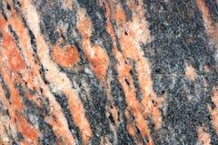 Gegenüberstellen der Wand der gelockten Stücke Marmors Keller des Gebäudes Stockfotos