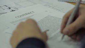 Gegenseitige Vereinbarungs-unterzeichnende Unterzeichnung des Geschäfts stock video footage