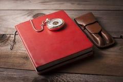 Gegenstände auf Holztisch Lizenzfreies Stockfoto