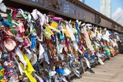 Gegenstände befestigt zur Brooklyn-Brücke Lizenzfreies Stockbild