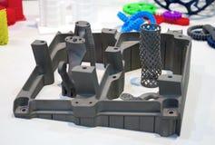 Gegenstände druckten auf Drucker des Metall 3d und Drucker, der Plastiknahaufnahme druckt Lizenzfreies Stockfoto
