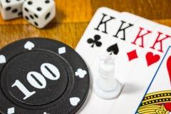 Gegenstände für Brettspielschachkarten und -würfel Lizenzfreies Stockbild