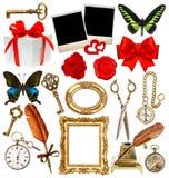Gegenstände für Einklebebuch Uhr, Schlüssel, Fotorahmen, Schmetterling, stieg Stockfotografie
