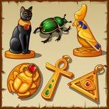 Gegenstände und Symbole von altem Ägypten, 6 Goldeinzelteile Stockfotos