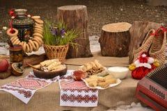 Gegenstand, der nationale Traditionen Maslenitsa schießt stockfotografie